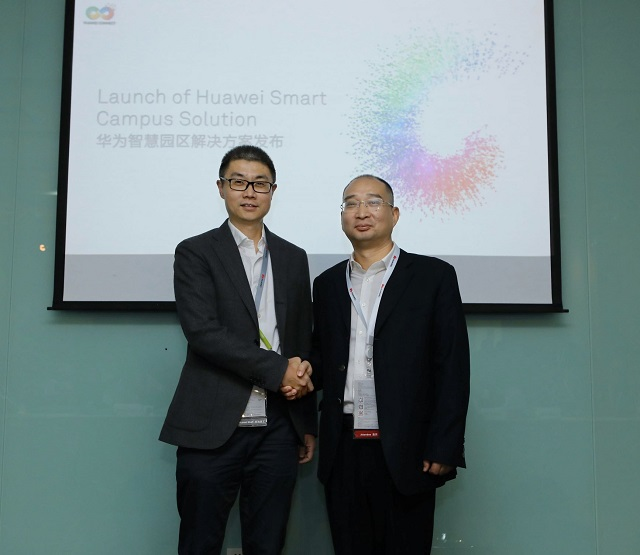 Yu Dong(left), President of the Industry Marketing & Solution Dept of Huawei Enterprise BG and Xie Zhifang, General Manager of Vanyi Technology Co., Ltd., Vanke Group